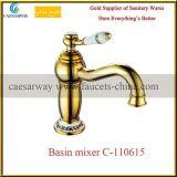 Faucet dourado da bacia do banheiro da torneira de água