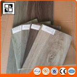 Plancher extérieur gravé en relief de cliquetis de PVC avec la fibre de verre