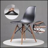 Dsw 옆 Eames 플라스틱 의자 (SP-UC026)를 식사하는 현대 복사