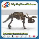 昇進の製品はプラスチック恐竜の化石のおもちゃをからかう