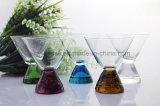 Vetri variopinti del Martini, vetri di cocktail, tazza di vetro di vino e tazza