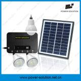 3つの球根が付いている小型太陽照明装置