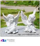 Main découpant de marbre blanc peu de statue d'ange