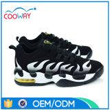 La maille noire et blanche classique folâtre des chaussures, chaussures uniques en caoutchouc
