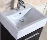 Assoalho do PVC do projeto simples que está a vaidade moderna européia do banheiro