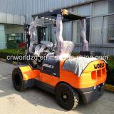 Isuzu Engineの4WD Forklift