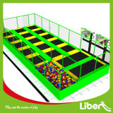 Centro dell'interno usato multicolore del gioco del trampolino dei bambini