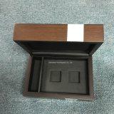 Деревянная коробка подарка с прикрепленной на петлях крышкой для ювелирных изделий/вахты/чая