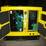 デジタル制御のパネルが付いている1000kVA海洋の防音のディーゼル発電機