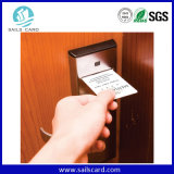 Scheda chiave dell'hotel astuto con il codice della funzione