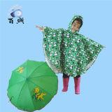 子供はフードが付いている印刷された雨ポンチョを防水する