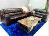 赤い木が付いているホーム家具の本革のソファー