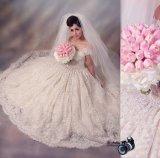 Vestido de esfera do casamento do laço fora do vestido de casamento nupcial novo frisado H20175 do ombro