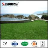 Hierba sintetizada del césped al por mayor de China para el jardín al aire libre