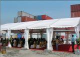 純粋で白い屋外の玄関ひさしの結婚披露宴のテント