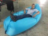工場ナイロン210t物質的なLoungerの不精なスリープの状態であるソファーの膨脹可能なバナナのソファー
