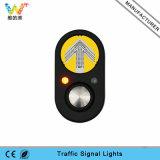 交差の道の歩行者のシグナル押しの信号ボタン