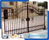 Puerta de la calzada de la cerca del hierro labrado