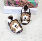 Ботинки малыша младенца шаржа кожаный