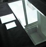 Mensola Tempered d'argento dello specchio con il bordo Polished per la stanza da bagno, specchio del lavabo
