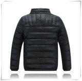 Выстегано вниз с куртки куртки скалозуба вниз