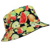 屋外の帽子の夏浜の帽子を採取するバケツのBoonieの帽子ハンチング
