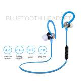 Fone de ouvido de Bluetooth com os acessórios do telefone móvel