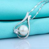 女性925の鎖が付いている銀製の自然な真珠の吊り下げ式のネックレス