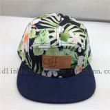 革札が付いているカスタム花のオリーブ色パターン5パネルの帽子
