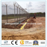 空港によって溶接される金網の塀かかみそりの有刺鉄線の塀