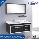 Governo di stanza da bagno pronto d'acciaio fissato al muro classico