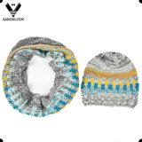 가을 겨울을%s 혼합 불규칙한 뜨개질을 한 베레모 그리고 루프 스카프를 착색하십시오