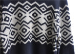 모직은 목 뜨개질을 하는 남자 스웨터의 둘레에 혼합한다
