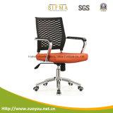 オフィスの椅子またはスタッフの椅子かコンピュータの椅子