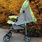 Baby-Spaziergänger im Sommer-Baby-Auto