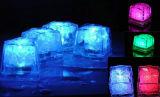 美しい水浸水許容の装飾的な白熱角氷
