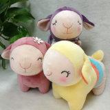 Jouet bourré mou mignon de peluche de moutons de jouet de moutons d'animaux de ferme pour des gosses