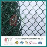 チェーン・リンクのダイヤモンドの金網か電流を通されたチェーン・リンクの塀ロール