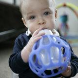 바륨 공 아기 젖병 홀더 모든 목을%s 100%년 FDA 승인되는 Food-Grade 실리콘은 장난감을 가르치는 /Early를 병에 넣는다