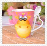 Tazas de café promocionales al por mayor 12oz con la cuchara y la maneta del corazón