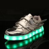Sapatas de piscamento luminosas brancas do diodo emissor de luz de Tenis do tênis por atacado com a sola das luzes TPR