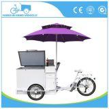 コーヒーアイスクリームの食糧を食事する3つの車輪Tuk Tukは昼食のトラックのコーヒーカートを運ぶ