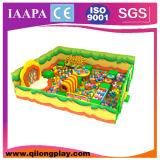 O tema da selva caçoa o equipamento do campo de jogos da aventura (QL-17-16)