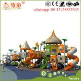 Kind-Vorschulplastikim freienplättchen-im Freienspielplatz-Set