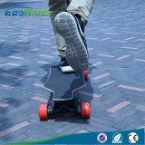 sur la planche à roulettes électrique approuvée de la CE de route avec la batterie au lithium