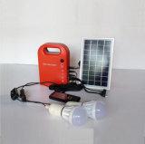 Piccola centrale elettrica solare del generatore di CC della famiglia portatile con le lampadine a energia solare