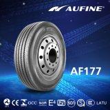 Movimentação de Aufine da carga pesada, posição do reboque com o pneumático radial do caminhão de TBR