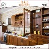 Armadio da cucina bianco di legno solido di colore della mobilia di N&L con il controsoffitto nero