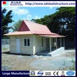 4층 짜맞춰진 강철 구조상 작은 조립식 오두막