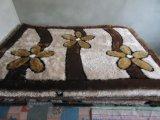 Turfedの多色刷りのカーペット、シャギーな敷物、人工的な草